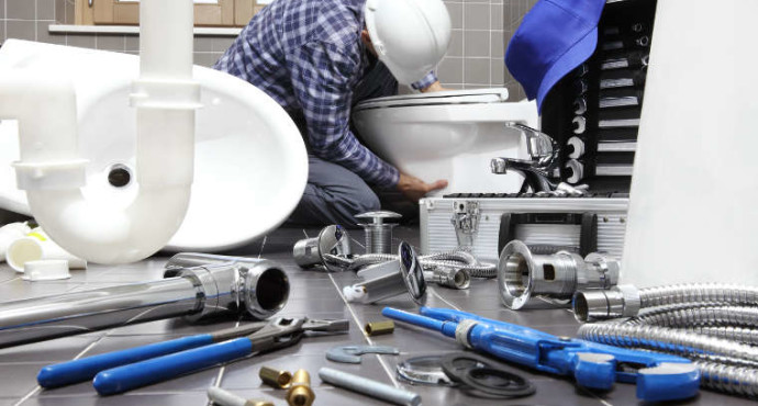 2 Things To Look Out For When Picking The Right Plumber